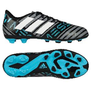 2931d732 Skoene har små knotter og kan brukes på grus og kunstgress. ekspertene  anbefaler å bruke denne typen sko på trening på kunstgress. IN/IC ...